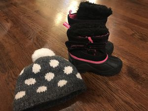 Black pink snow boots size 8 and free winter hat for Sale in Alexandria, VA