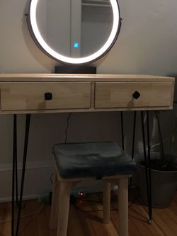 Lighted Vanity Table for Sale in Portland,  OR