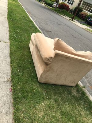 Part sectional couch (FREE) for Sale in Township of Washington, NJ