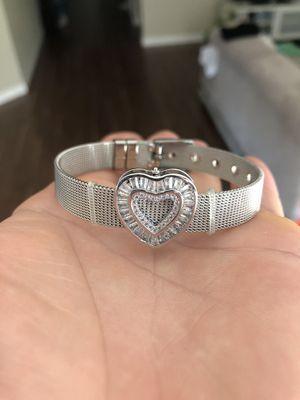 Larier brand / silver bracelet mesh. for Sale in Las Vegas, NV