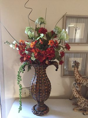 METAL VASE AND FLOWERS for Sale in San Diego, CA