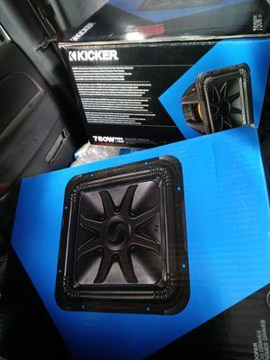 2 12 kicker l7 with box for Sale in Albuquerque, NM