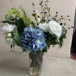 USED Artificial FLOWERS Arrangement in Vase for Sale in City of Industry, CA