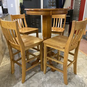Light Wood Breakfast Table With 4 Stools for Sale in Las Vegas, NV