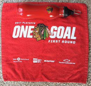 Chicago Blackhawks 24oz RED Stainless Steel Water Bottle 2017 FIRST ROUND TOWEL for Sale in Vestal, NY
