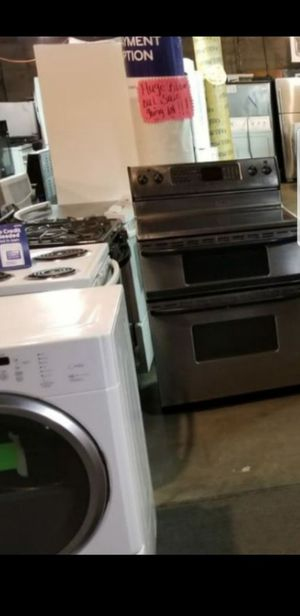 Huge Sale store full of nice reconditioned refrigerator washer dryer stove stackable+financing available available free warranty🐾🌼🍀 for Sale in Seattle, WA