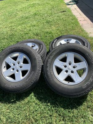 5 stock JEEP wheels for Sale in Fresno, CA