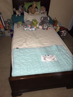Twin bed with under drawers. for Sale in San Antonio, TX