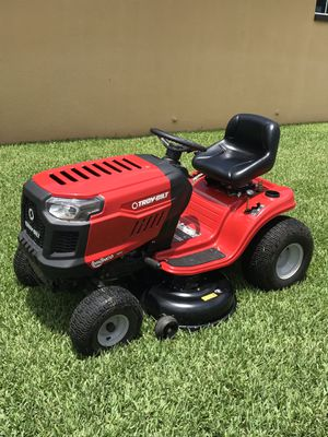 2017 LIKE NEW TROYBILT BRONCO HYDROSTATIC TRACTOR 42 RIDING LAWN MOWER for Sale in Leesburg, FL
