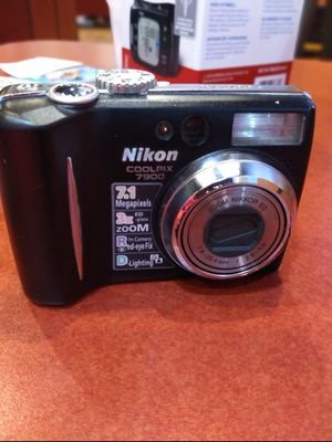 Nikon Coolpix 7900 for Sale in Bristol, PA