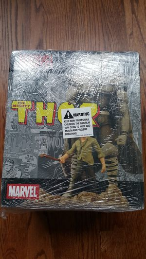 Limited edition RARE Marvel Thor statue action figure for Sale in Kent, WA