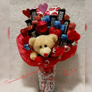 Valentine's Candy Vase w/bear & balloon. for Sale in Durham, NC