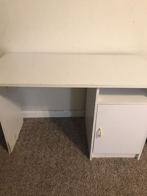 White desk for Sale in Cleveland, OH