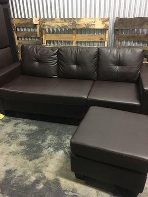 Brown sofa with chaise for Sale in Doral, FL