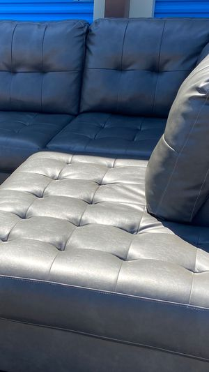BEAUTIFUL LEATHER SECTIONAL COUCH DELIVERY AVAILABLE for Sale in Las Vegas, NV
