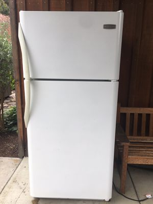 "30"" white top mount refrigerator freezer for Sale in Berkeley, CA"