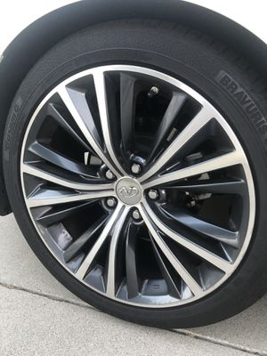 2017 Infiniti OEM Wheels and tires (TPMS Sensors included) for Sale in Rancho Santa Margarita, CA