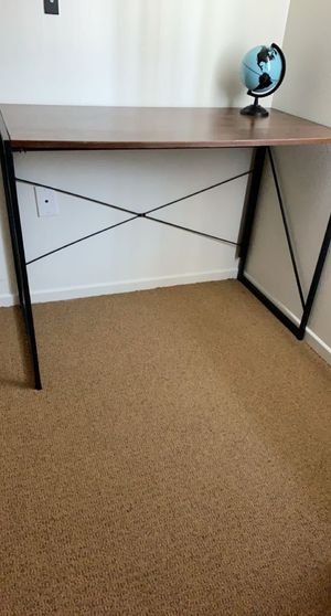 Desk (pickup in McFarland ) had for two weeks for Sale in Delano, CA