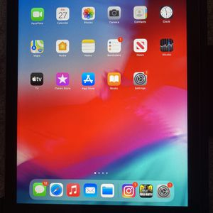iPad with Smart Keyboard for Sale in Foxborough, MA