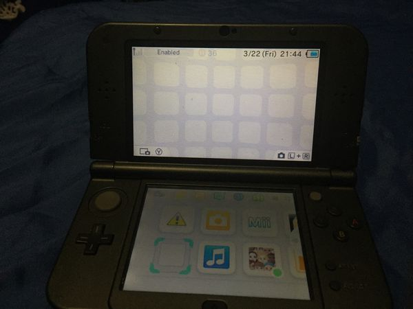 Nintendo 3DS with Mario kart seven and Pokémon sun and moon
