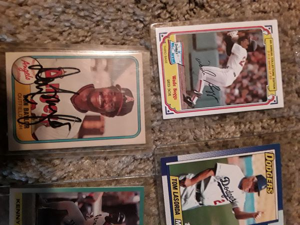 Baseball cards couple sign cards