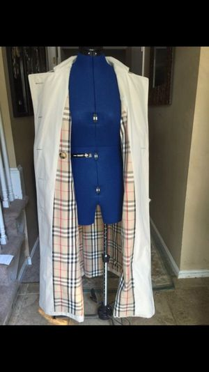 Burberry Trench Coat for Sale in Gaithersburg, MD
