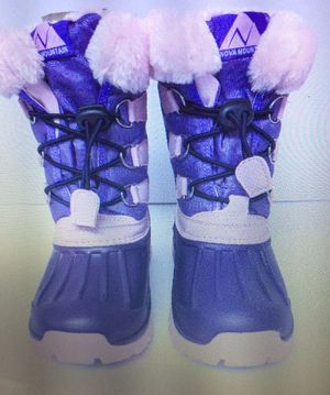 Girls size 13 snow boots like new (NOVA MOUNTAIN) for Sale in China Grove, NC