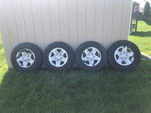 Jeep totes with rims 225/75R16 for Sale in Brewerton, NY