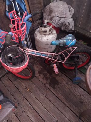 Spider Man tryclcle with helmet for Sale in Watsonville, CA