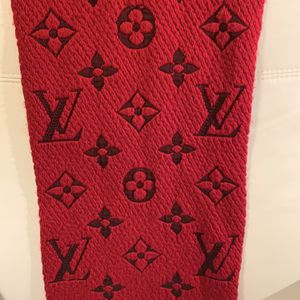 Louis Vuitton Scarf LOGOMANIA RED (wool) for Sale in Chicago, IL