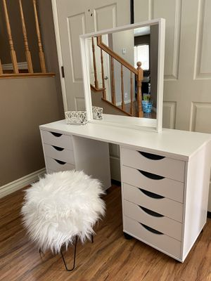 Cute Vanity desk with mirror and stool for Sale in Rialto, CA