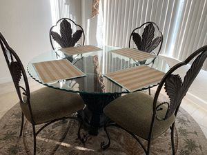 Eating kitchen dining glass table with 4 chairs for Sale in Pembroke Pines, FL