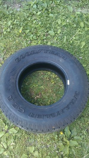 One 245 65 17 tire like new for Sale in Tarentum, PA