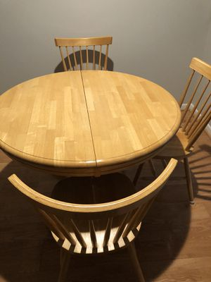 Table, CLASSIC HARDWOOD, Dining Kitchen Table -4 Chairs STURDY! for Sale in Charlotte, NC