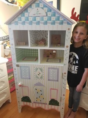 Doll house /book shelf for Sale in Deltona, FL