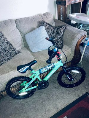 "BMX BIKE BOYS HOT WHEELS BRAKES /TURBO SOUND - TIRES 16"" SPECIAL EDITION for Sale in Dallas, TX"