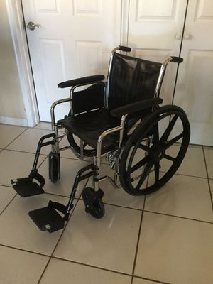 Wheelchair, Medline, 18 inch seat, vinyl, 300 pound capacity for Sale in Boynton Beach, FL