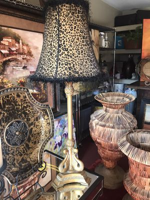 """Gorgeous 36"""" gold swan lamp w black / gold Chettah shade like new for Sale in San Antonio, TX"""