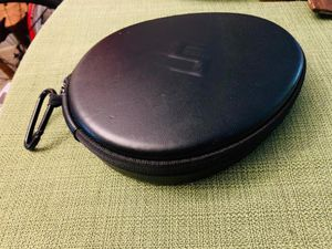 Headphone Charger/Carry case/ Protective Hard Shell w/ LG phones & accessories for Sale in Champaign, IL
