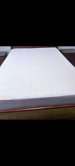 """Like-New Queen Nectar 11"""" Gel Memory Foam Mattress, Boxspring And Metal Bed Frame for Sale in Renton,  WA"""