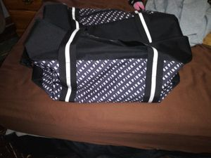 Pink Duffle Bag for Sale in Cleveland, OH