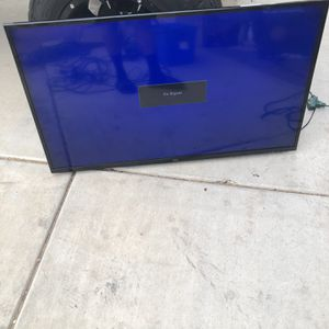 50 Inch Tv With Wall Mount for Sale in Goodyear, AZ