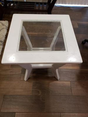 """Coffee Table 24"""" W x 24"""" D x 24"""" H .. white for Sale in Rolla, MO"""