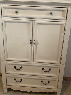 Girls Bedroom Set —Dresser, Standing Mirror, & Shelf for Sale in Lakewood,  WA