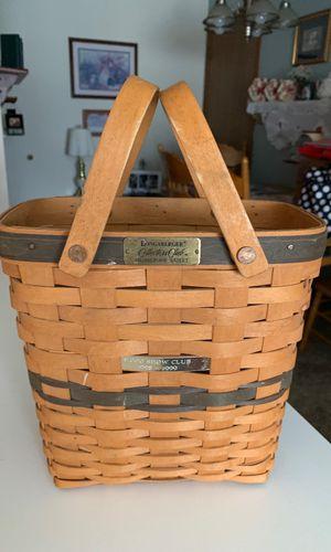 Longaberger Signed 1998 Collectors Club Membership Basket with Wood Handles for Sale in Grandville, MI