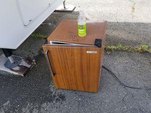 Small refrigerator for Sale in Vallejo, CA