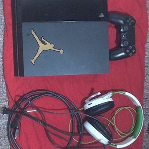 PS4 With Headphones for Sale in Brandon, FL