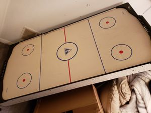 Air hockey table for Sale in Saugus, MA
