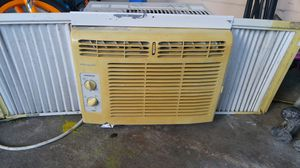 Frigidaire window AC A/C unit for Sale in Auburndale, FL