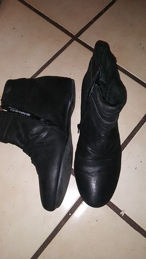 Black women's sheigh boots size 9M for Sale in Cleveland, TN